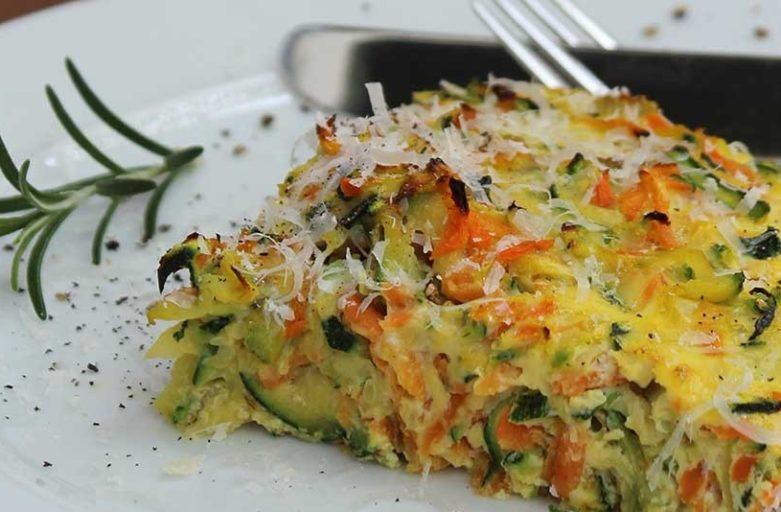 Das perfekte Fitness-Rezept für die kalte Jahreszeit:<br> Zucchini-Möhren-Frittata